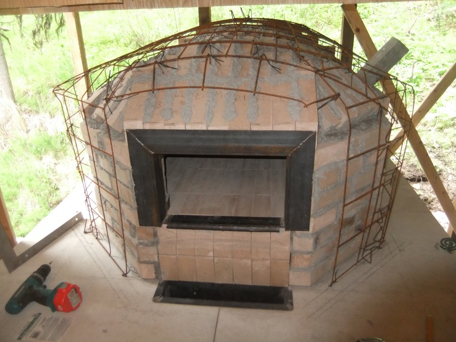The oven in her wire cage - reinforcement for the concrete cladding.