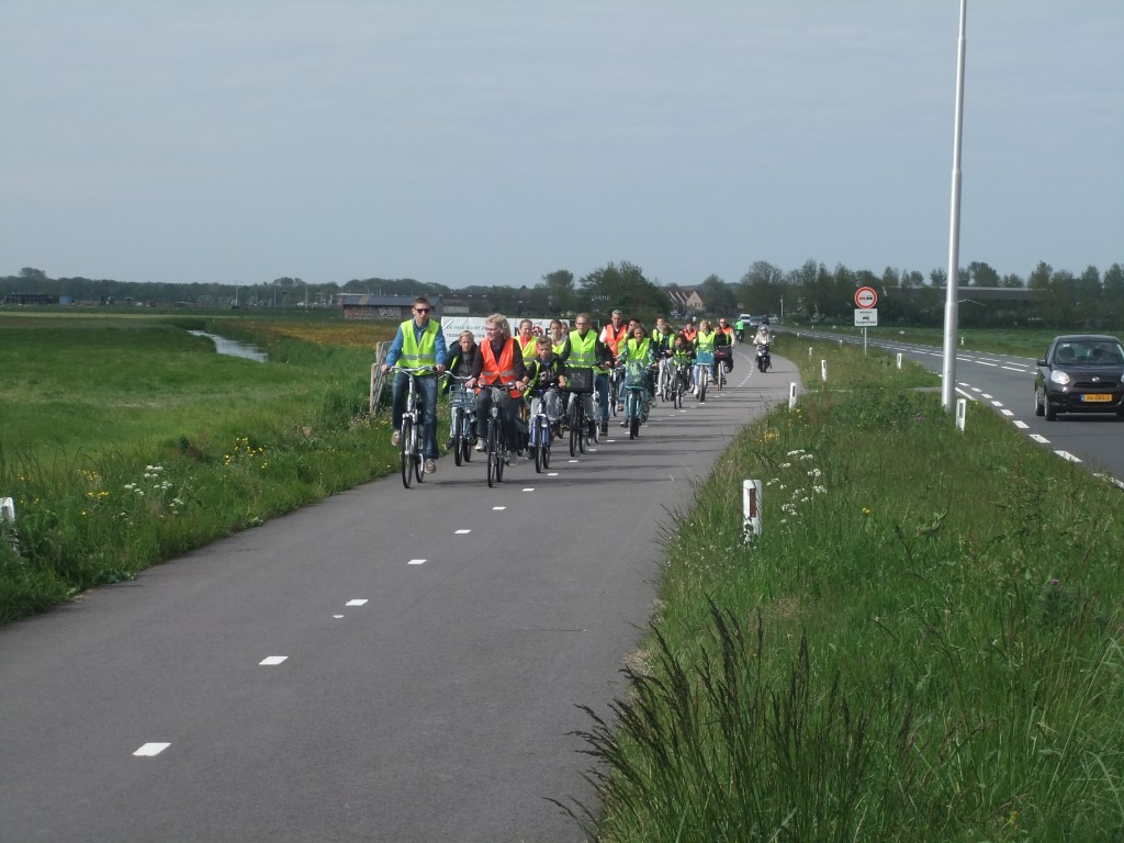 School field trip, Dutch style. Imagine the foofarah if this was tried in Canada??